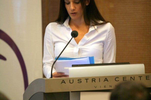 אפרת פלד נואמת בוינה אוסטריה